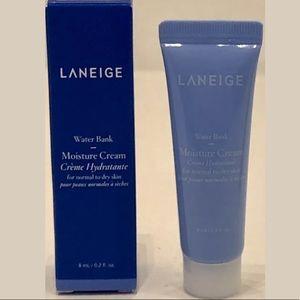 One Laneige water bank cream 8ml